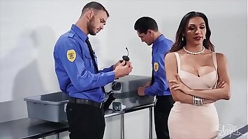 Brunette (Jessy Dubai) Gets Her Ass Pounded By Security Cliff - Transangels